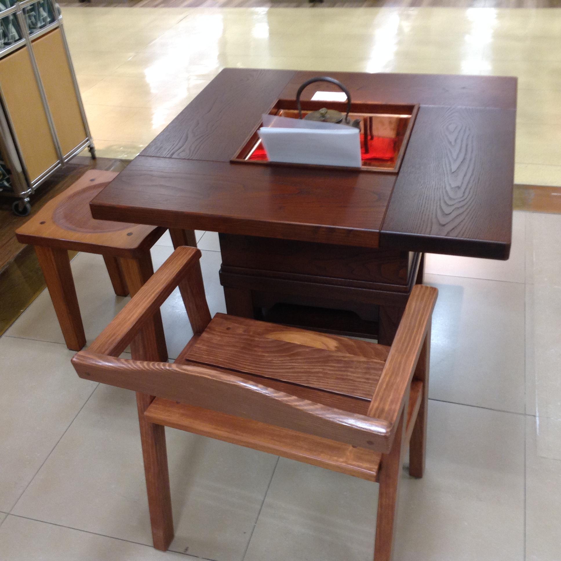 囲炉裏テーブルのイメージ
